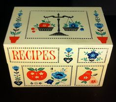 Stylecraft Calico Kitchen Recipe Box with Vintage Dividers Inside. $14.00, via Etsy.