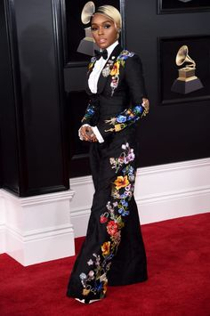 Janelle Monae in Dolce & Gabbana - The Most Daring Red Carpet Looks at the 2018 Grammy Awards - Photos Womens Power Suit, Looks Chic, Red Carpet Looks, Red Carpet Dresses, Red Carpet Fashion, Mode Style, Powerful Women, Suits For Women, Marie Claire