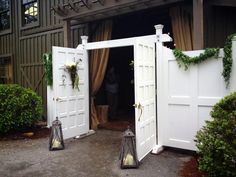 Ok ladies....Our Grand Entrance is truly that..it is approximately 20 feet wide and has functioning doors allowing you to have your moment as you enter the aisle!
