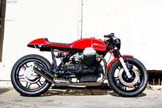 Unique Cycles è un'officina italo-americana. I proprietari si chiamano Raffaele ed Alfonso, ma il garage è ubicato a Monrovia, South California. La loro ultima creazione è una café racer molto aggressiva e speciale su base Moto Guzzi 1000Sp del 1979. La moto è stata costruita rapidamente, partendo da una vecchia 1000SP in vendita e sono stati spesi circa…