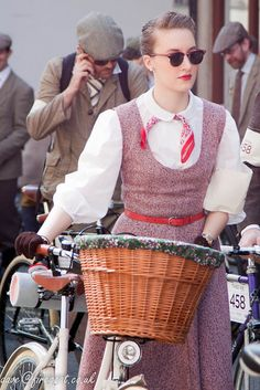 Fabulous Tweed Ride London girl! Love her outfit!