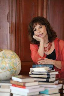 """Isabel Allende, chilena, una de mis escritoras favoritas, su forma de escribir, su ideología...mi libro favorito """"La hija de la fortuna"""""""
