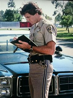 Charles Bronson, Old Tv Shows, Fire Trucks, Tv Series, Chips, It Cast, Celebrities, Bear, Celebs