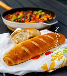 Fransk baguette - ZEINAS KITCHEN Hot Dog Buns, Hot Dogs, Baguette, Food And Drink, Cooking Recipes, Desserts, Tailgate Desserts, Deserts, Chef Recipes