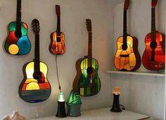 uau! luminária vitral+ violão!