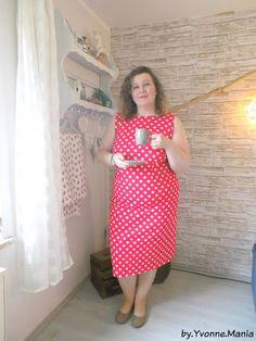 by.Yvonne.Mania Tea Time im neuen roten Kleid mit weißen Tupfen. Plus Size Dress