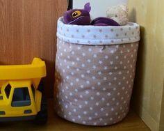 How to sew a toy basket- Jak ušít koš na hračky How to sew a toy basket - Toy Basket, Basket Bag, Baby Crafts, Diy And Crafts, Kids Bags, Hamper, Kos, Quilts, Sewing