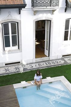 Where to stay in Lisbon: Casa Balthazar (Simple et Chic) Lisbon Accommodation, Oh The Places You'll Go, Places To Visit, Small Kitchenette, Portugal Holidays, Hotel Reviews, Jacuzzi, Terrace, How To Memorize Things