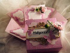 Takie lub podobne pudełko możesz u mnie zamówić z dowolnej okazji (ślub, urodziny, chrzest, komunia, spotkanie po latach...) - kontakt: ak.anek@wp.pl Chcesz zobaczyć inne pudełeczka? Zapraszam na stronę: Pudełeczka pełne szczęścia :) https://www.facebook.com/pudeleczkapelneszczescia/ #eksplodingbox #explodingbox #box #pudełeczkapełneszczęścia #życzenia #scrap #scrapbooking #craft
