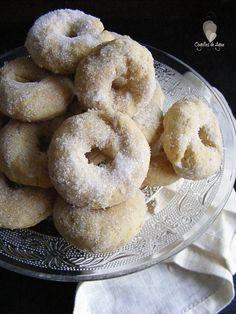 ROSQUILLAS DE ANIS AL HORNO - Cogollos de Agua Donut Recipes, Healthy Dessert Recipes, Cookie Recipes, Donuts, Keks Dessert, Honduran Recipes, Spanish Desserts, Spanish Cuisine, Pan Dulce