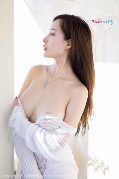 She goes by two Chinese names, Zhou Yanxi (周妍希) and Tu Fei Yuan Ai Cuo Qiong (土肥圆矮挫穷) Sexy Girl, Sexy Asian Girls, Japanese Sexy, Chinese Model, Sexy Poses, Sensual, Asian Woman, Gorgeous Women, Ta Tas