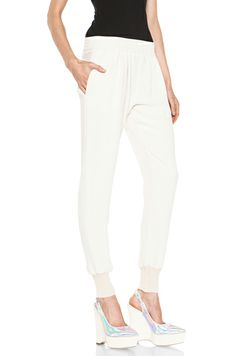 Carly (Cameron Diaz) wears this sweatpant with her silk tank top while Kate smashes Mark's apartment furniture. The Harem and Genie inspired 'Daliah' pants in Calico White from UK celebrity luxury fashion designer and Cameron's friend Stella McCartney fit to her negotiations with Kate to relax and calm her down. The pant is sold out but we've found some alternatives for you.