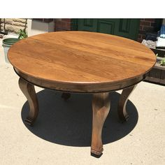 Antique Colonial Revival Oak Circular Dining Table #https://www.pinterest.com/munlimited/ #materialsunlimited
