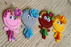 more felt cuteness - like that no sewing is involved. precut the pieces for Molly for her to make her own little 'uns....with googly eyes :)