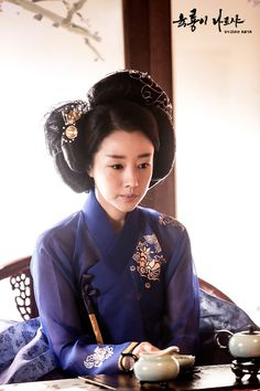 Yoon Son Ha as Cho Young /Six Flying Dragons