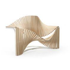 Curvy Chair by Eduardo Bennamor Duarte:  L'architecte portugais Eduardo Benamor Duartea crée la Curvy Chair dans le cadre des Arts on Chair Duets. Dans le cadre d'une belle colla…