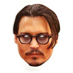 """Laadukas ja täysin aidon näköinen valokuvasta tehty pahvinen muotoon leikattu """"Johnny Depp"""" naamio silmäaukoilla ja joustavalla kiinnitysnarulla. Koko noin 28cm x 20cm. Järjestä kunnon julkkisbileet ja hommaa naamarit kaikille!"""