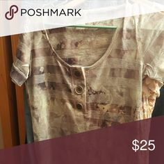 Womens top from the buckle daytrip med Excellent designer top from the buckle cute buttons  soft short sleeve top Tops Blouses