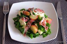Rucola-Pfirsich-Salat mit Mozzarella und Parmaschinken