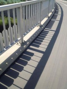 Take a look at this amazing Shadow Piano Illusion: Accidental or Intentional? Browse and enjoy our huge collection of optical illusions and mind-bending images and videos. Wal Art, Urbane Kunst, Creation Art, Shadow Art, Deco Design, Public Art, Belle Photo, Urban Art, Cool Pictures