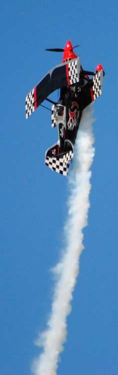 [Skip Stewart going vertical!]  ...  I could watch an air show everyday