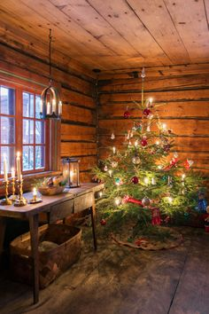 Weihnachten There are little tricks for mobile home decorating. Log Cabin Christmas, Swedish Christmas, Christmas Room, Christmas Scenes, Merry Little Christmas, Primitive Christmas, Scandinavian Christmas, Country Christmas, Winter Christmas