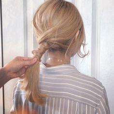 Chika Saito❦さんはInstagramを利用しています:「🌿Hair Arrange🌿 . 毛束を巻きつけてヘアゴムでとめていくアレンジです☆ プラスチックゴムが中に隠しやすいのでオススメ☝🏻 早送りで動きがちょっと面白いですが😹 . . #melgina#hairset…」 Hair Arrange, Hair Setting, Bridal Makeup, Hair Goals, Hair Inspiration, Wedding Hairstyles, Hair Makeup, Hair Beauty, Hair Styles