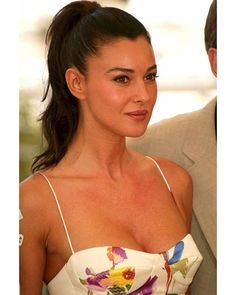 Monica Bellucci - Cannes 2002  Welcome  Channel telegram: https://telegram.me/monica_bellucci  Page vk.com: https://vk.com/monica_bellucci  #monicabellucci #monica #bellucci #love #beautiful #dream #model #actress #fashion #women #girl #lovely #instagood #beauty #cute #Italy #famous #007 #sexy #моника #беллуччи #красота #модель #идеал #шикарная #актриса #monica_bellucci #моникабеллуччи #malena #малена
