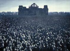 Gottfried Helnwein, Untitled, 1999 (people in front of the Reichstag in Berlin)