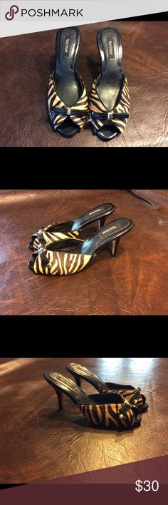 WHITE HOUSE BLACK MARKET HEELS sz 8 M Tiger print slip on shoes, has open toe with a black bow on top, leather uppers leather soles, 3 1/2 inch heels. #1270 White House Black Market Shoes Heels