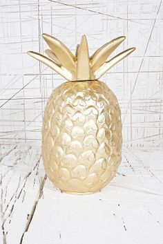 Golden Pineapple lamp, gold and glitter, sparkling, rich, beautiful, shiny,