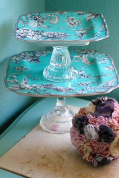 Tiffany Blue Weddings - Dessert Pedestal for Cupcakes Truffles Macarons Petit Fours Cake Pops Cake Balls / Inspired by Tiffany & Company Shabby Chic Crafts, Shabby Chic Decor, Dessert Stand, Cupcake Stands, Tiffany Blue Weddings, Home Crafts, Diy Crafts, Teacup Crafts, Dessert Aux Fruits