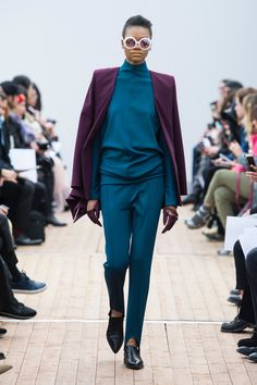 The complete Guy Laroche Fall 2018 Ready-to-Wear fashion show now on Vogue Runway.