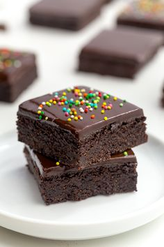 These coconut flour brownies are super fudgy and nobody will believe that they're paleo let alone gluten-free grain-free nut-free and dairy-free! If you're looking for brownies that taste exactly like traditional ones (or even more delicious) this is Gluten Free Sweets, Paleo Dessert, Low Carb Desserts, Healthy Sweets, Dairy Free Recipes, Dessert Recipes, Brownie Recipes, Cake Recipes, Coconut Flour Brownies