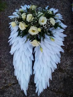 handmade for a funeral Angel wings, .handmade for a funeral Grave Flowers, Cemetery Flowers, Funeral Flowers, Funeral Floral Arrangements, Flower Arrangements, Flower Art Images, Funeral Sprays, Cemetery Decorations, Casket Sprays
