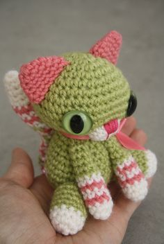 http://lily-baby-shop.blogspot.it/2012/02/amigurumi-croche-em-miniatura-ideal.html#