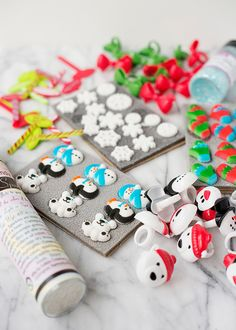 Holiday animal sugar decorations, Christmas cupcake rings and picks, edible glitter and festive fun from Cakes.com