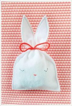 Bunny Candy Pouch-FREE TEMPLATE by malinda