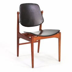 Arne Vodder: Dining chair with teak frame, seat and back upholstered with black leather, brass fittings. Manufactured by France & Daverkosen.