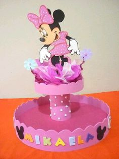 más y más manualidades: Cómo hacer un stand para postres usando foamy Minnie Y Mickey Mouse, Minnie Mouse Theme Party, Mouse Parties, Girl Birthday Decorations, Birthday Party Centerpieces, Diy And Crafts, Crafts For Kids, Mickey Birthday, Baby Party