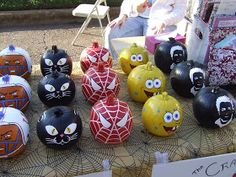 As you all know, my husband paints pumpkins for the Farmers Market and I have shared a few pictures of them with you previously.  Today, I a...