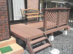栃木県にお住まいのお客様のお庭に、メンテナンスが簡単な人工木ウッドデッキ1.5坪を設置していただきました^^こちらのデッキは「大引や根太」と呼ばれる床下の構造材がすでにできあがっているので、ユニットをネジ止めするだけで床下が完成しますよ♪
