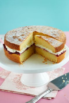 Going gluten-free can be tricky, but with recipes like this gluten-free victoria sponge, you needn't miss out on your favourites. Gluten Free Sweets, Gluten Free Cakes, Gluten Free Cooking, Gluten Free Recipes, Baking Recipes, Cake Recipes, Foods With Gluten, Sans Gluten, Gluten Free Sponge Cake