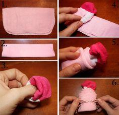 baby shower party idées de déco avec un pliage de serviette et chaussette