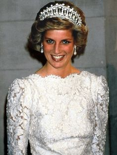 Cambridge Lover's Knot tiara wearing by Diana, Princess of Wales Princess Diana Tiara, Royal Princess, Prince And Princess, Princess Of Wales, Lady Diana Spencer, Spencer Family, Diana Fashion, Royal Fashion, Kate Middleton