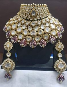 bridal jewelry for the radiant bride India Jewelry, Gems Jewelry, Gold Jewellery, Designer Jewellery, Jewelry Ideas, Jewlery, Indian Wedding Jewelry, Bridal Jewelry, Indian Bridal