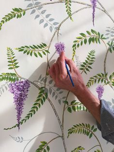 Snijder&CO - Wallpaper artists Marcelo Gimenes & Jaap Snijder Real hand… Wall Painting Flowers, Wall Painting Decor, Mural Wall Art, Hand Painted Wallpaper, Hand Painted Walls, Princess Mural, Creative Wall Painting, Garden Mural, Wall Drawing