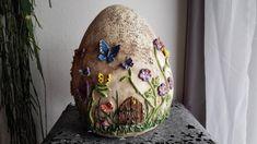 **Bezauberndes**, handgearbeitetes Deko Ei aus Keramik. Dieses Ei ist ein absoluter Blickfang für Haus, Garten, Terrasse…. Geben Sie diesem Keramik-Einzelstück ein ganz besonderes Plätzchen. Kleine...