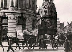 Evacuación de Madrid durante la Guerra Civil. Sin embargo, la ciudad resistió en noviembre y diciembre de 1936 la ofensiva fascista, y el frente quedó fijado en la Ciudad Universitaria, Casa de Campo y Moncloa por el norte.