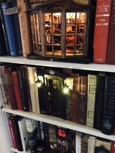 bookcase Love this look. Glow of warm cozy library.on a home library bookshel. bookcase Love this look. Glow of warm cozy library.on a home library bookshelf. Vitrine Miniature, Miniature Rooms, Miniature Dollhouse, Miniature Houses, Book Nooks, Reading Nooks, Fairy Houses, Book Lovers, Book Art